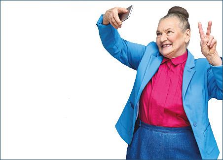 Oudere dame met smartphone